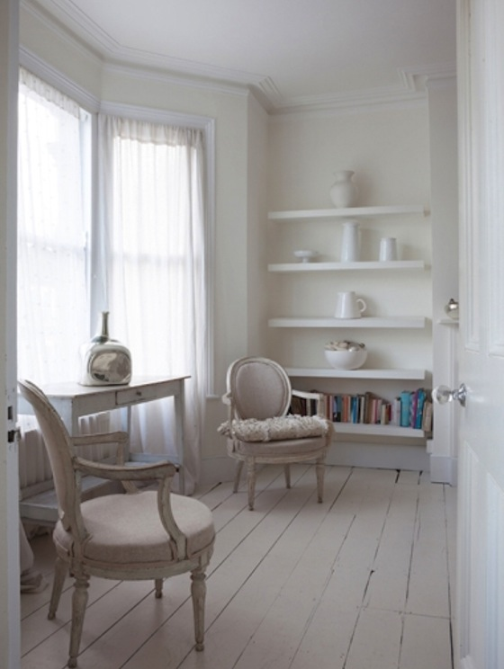 Wite room with vintage furniture