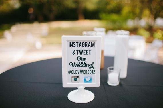 social-media-at-weddings-on-black-bridal-bliss