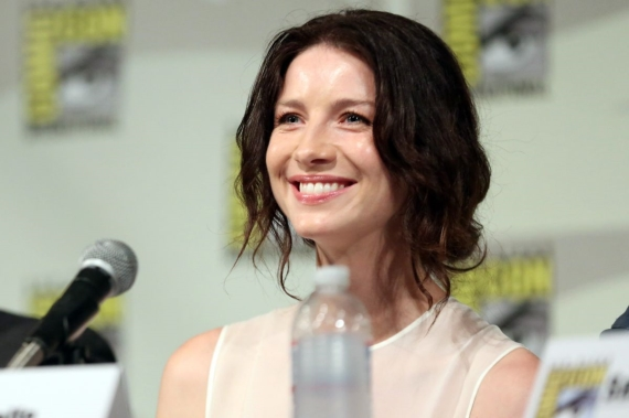 caitriona-balfe-at-outlander-panel-at-comic-con-in-san-diego_1