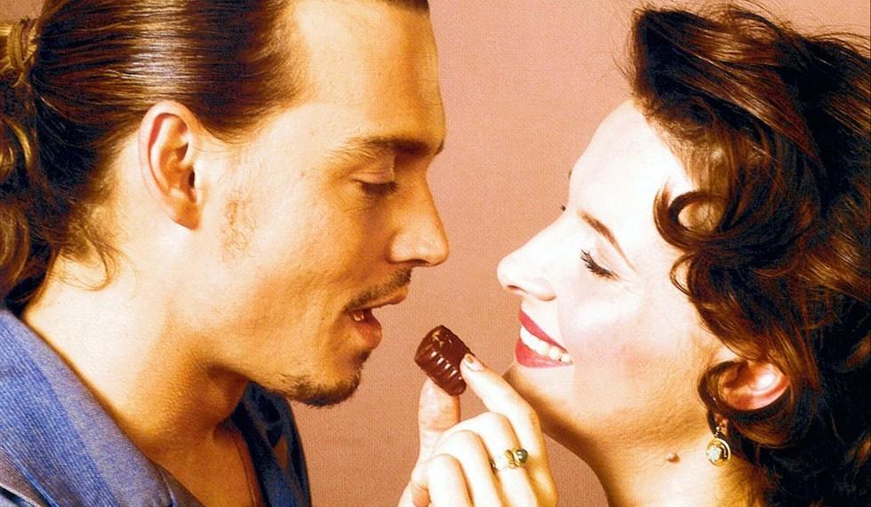 Johnny-Depp-e-Juliette-Binoche-in-Chocolat_980x571