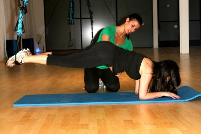 kim_kardashian_exercises_at_jukari_gym_in_hollywood_ne9WQ2z.sized