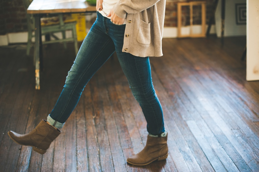 light-fashion-hands-woman-large (1)